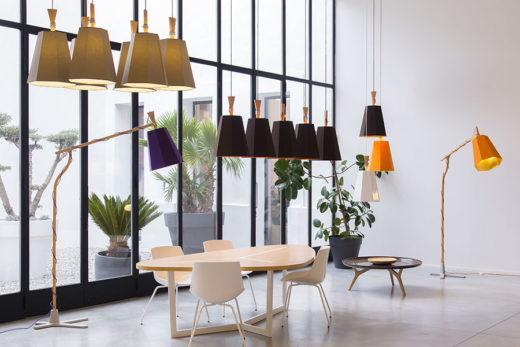 Exposition de luminaires dans le showroom de Designheure