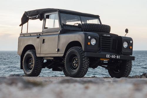 Lange Rover noire Coolnvintage