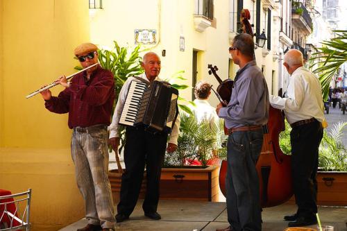 Groupe de musique dans les rues de La Havane