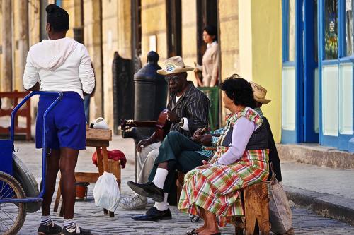 Cubains dans la rue à La Havane