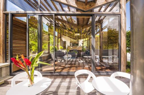 Elégance et transparence pour la résidence Nou5 grâce aux coulissants alu
